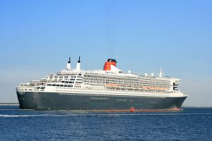 800px-queen_mary_2_outbound_from_southampton_2_sept_2013