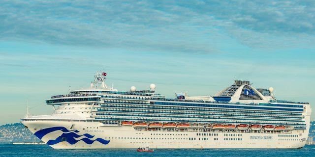 Åk på kryssning över Atlanten med RMS Queen Mary 2